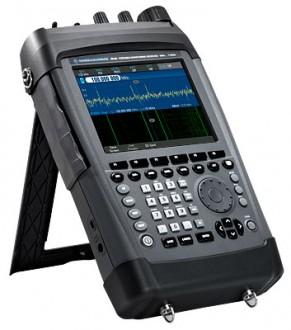 Rohde&Schwarz PR 100 – Портативный приемник для мобильного радиомониторинга